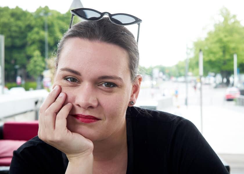 Zora Debrunner ist Autorin und Bloggerin